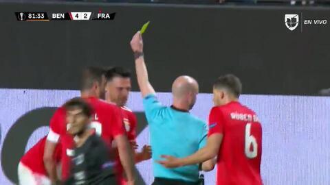 Tarjeta amarilla. El árbitro amonesta a Andreas Samaris de Benfica