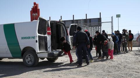 """ICE habría calificado de """"inapropiado"""" el plan de Trump de liberar indocumentados en las ciudades santuario gobernadas por demócratas, según el Washington Post"""