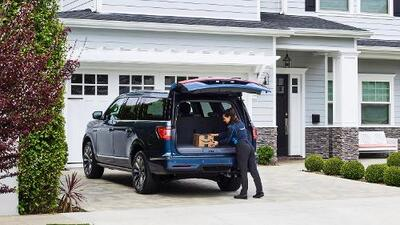 ¿Nadie en casa? No hay problema, ahora Amazon puede dejar sus paquetes dentro del carro