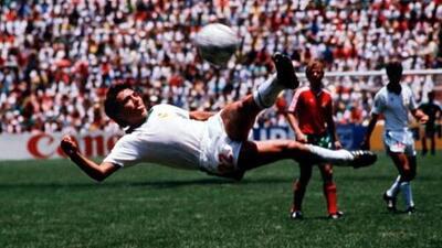 La tijera de Manuel Negrete a Bulgaria, ya está en semifinales del Mejor Gol de los Mundiales