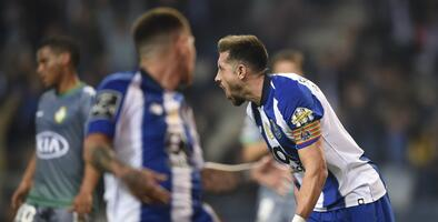 Héctor Herrera hilvana goles en Primeira Liga por primera vez