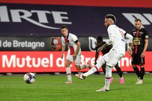 Rennes y Paris Saint Germain empatan en el Estadio Route de Lorient en la Ligue 1. Neymar abrió el marcador a favor de los parisinos, pero fue al minuto 70 cuando Serhou Guirassy igualó el marcador , lo que le deja mucha posibilidad al Lille de ser campeón de Francia.