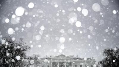 Aerolíneas cancelan más de 1,300 vuelos en todo Estados Unidos en previsión a una poderosa tormenta invernal
