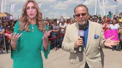 """""""Agárrenle el trasero"""": Lili Estefan bromea con las fans de Raúl de Molina en Dallas, Texas"""