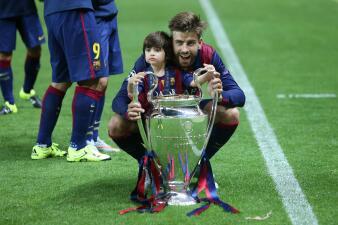 Jugadores del Barsa celebran con sus hijos