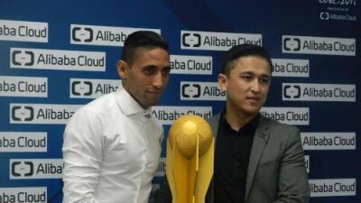 Urretaviscaya es premiado como el mejor jugador del Pachuca vs. Wyad Casablanca