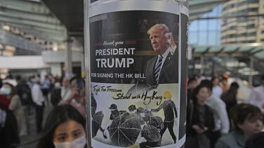 Trump firma la ley en apoyo a los manifestantes de Hong Kong y China promete tomar represalias