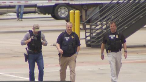 Más de 250 personas arrestadas en una redada de ICE en Dallas