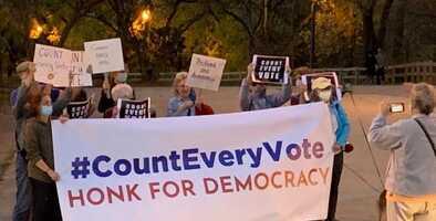 Manifestantes en Chicago piden que se cuente hasta el último  voto