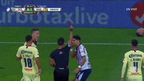 ¡Expulsión! El árbitro saca la roja directa a Jesús Molina