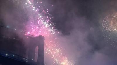 Millones asisten a espectáculo de fuegos artificiales del 4 de julio en Nueva York, fuerte sismo sacude California, y más