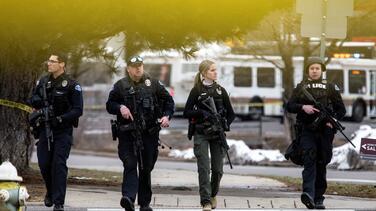 El deporte se solidariza con las víctimas del tiroteo en Colorado