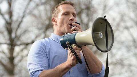 Presentan denuncias de chantaje y acoso sexual en contra del gobernador de Missouri
