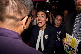 """Alexandria Ocasio-Cortez: La """"niuyorrican"""" que venció el establishment del Partido Demócrata en Nueva York (fotos)"""