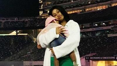 Con este video, Cardi B demuestra que primero es madre antes que una celebridad al encontrarse con sus fans