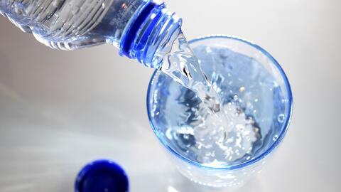 Falta de agua potable en un poblado de México obliga al consumo de sodas, lo que está generando problemas de salud