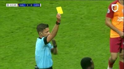 Tarjeta amarilla. El árbitro amonesta a Vedran Corluka de Lokomotiv Moscow