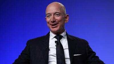 Trasciende que Jeff Bezos tendría una relación con una periodista hispana tras conocerse su divorcio