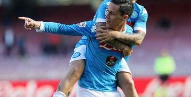 El Nápoles golea sin Higuaín al Verona e impide la escapada del Juventus