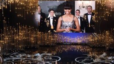 Michelle Obama da premio a 'Argo' como mejor película en los Oscar