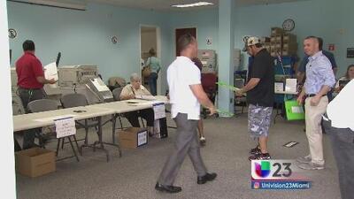 Electores en Florida participan en la votación temprana