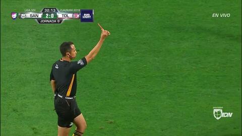 ¡Expulsión! El árbitro saca la roja directa a Santiago García