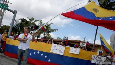 Proyecto que busca amparar a los venezolanos con un TPS es presentado en el Congreso de EEUU