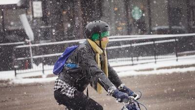 Un extraño fenómeno en abril: Nieve vuelve a impactar a Chicago y sus alrededores