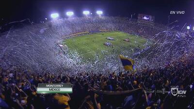 ¡Espectacular recibimiento! Tigres y Monterrey salieron a la cancha en medio de una gran fiesta
