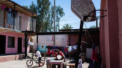 Calor extremo, violencia y renta: más pesadillas para los migrantes que esperan asilo