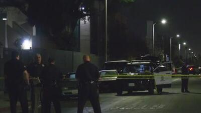 Balean mortalmente a un hombre dentro de su auto en el sur de Los Ángeles