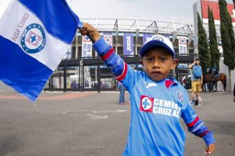 Las familias y los niños listos para ver a Cruz Azul contra Monarcas