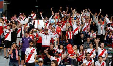 Aún con ilusión, los fanáticos de River y Kashima pusieron el ambiente en Abu Dabi