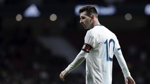 Messi deja la concentración de Argentina por lesión y vuelve a Barcelona