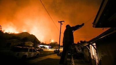 Angustioso relato de una mujer que tuvo que ser evacuada de Santa Paula por graves incendios en California
