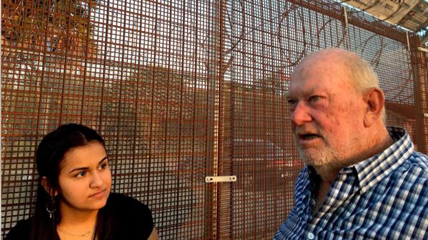 Él llamaba a la Patrulla Fronteriza para reportar a los inmigrantes; conoce a la chica que lo enfrentó