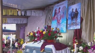 Dan el último adiós al guatemalteco que fue encontrado muerto en México mientras su hijo lo abrazaba