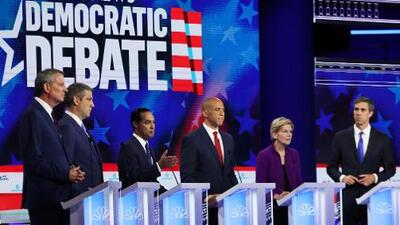 La trágica muerte de un padre migrante y su hija en la frontera gravitó sobre el primer debate presidencial demócrata