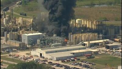 Al menos un muerto tras explosión de una planta petroquímica en Texas