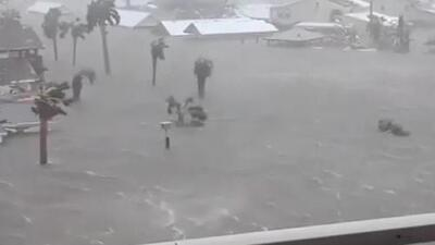 Huracán Michael se degrada a tormenta tropical dejando al menos dos muertos