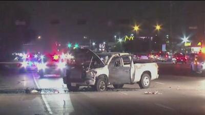 Incidente de furia al volante termina en tragedia para una familia: sufren quemaduras por explosiones en su auto