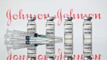 ¿Cuáles son los efectos secundarios más comunes de la vacuna Johnson & Johnson reportados en Chicago?