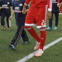 Selección Peruana estaría interesada en convocar al defensor de NE Revolution Andrew Farrell
