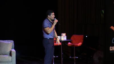 El Dr. César Lozano dio una conferencia en la plasmó mensajes positivos a los residente de Sacramento (fotos)