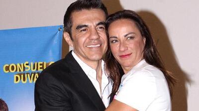 Consuelo Duval y Adrián Uribe al ritmo de 'Rebota'