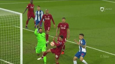 ¿Le robaron al Porto? El árbitro no marcó una 'mano' en el área