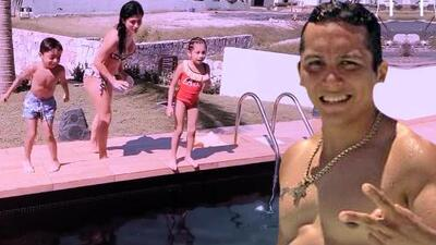 Edwin Luna organiza concurso de clavados para quitarse el calor con sus hijos