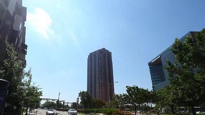 Un sábado muy caluroso y con cielos mayormente despejados le espera a Dallas