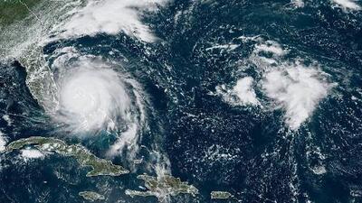 Dorian baja ligeramente su intensidad pero se encuentra estacionario en Bahamas arrasando el territorio