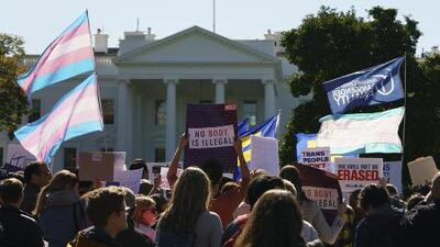 Posibilidad de eliminar el reconocimiento de las personas transgénero en EEUU desata protestas